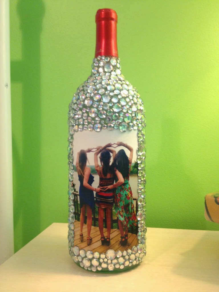 20 wine bottle craft ideas to put your wine bottles to for How to make wine bottle crafts