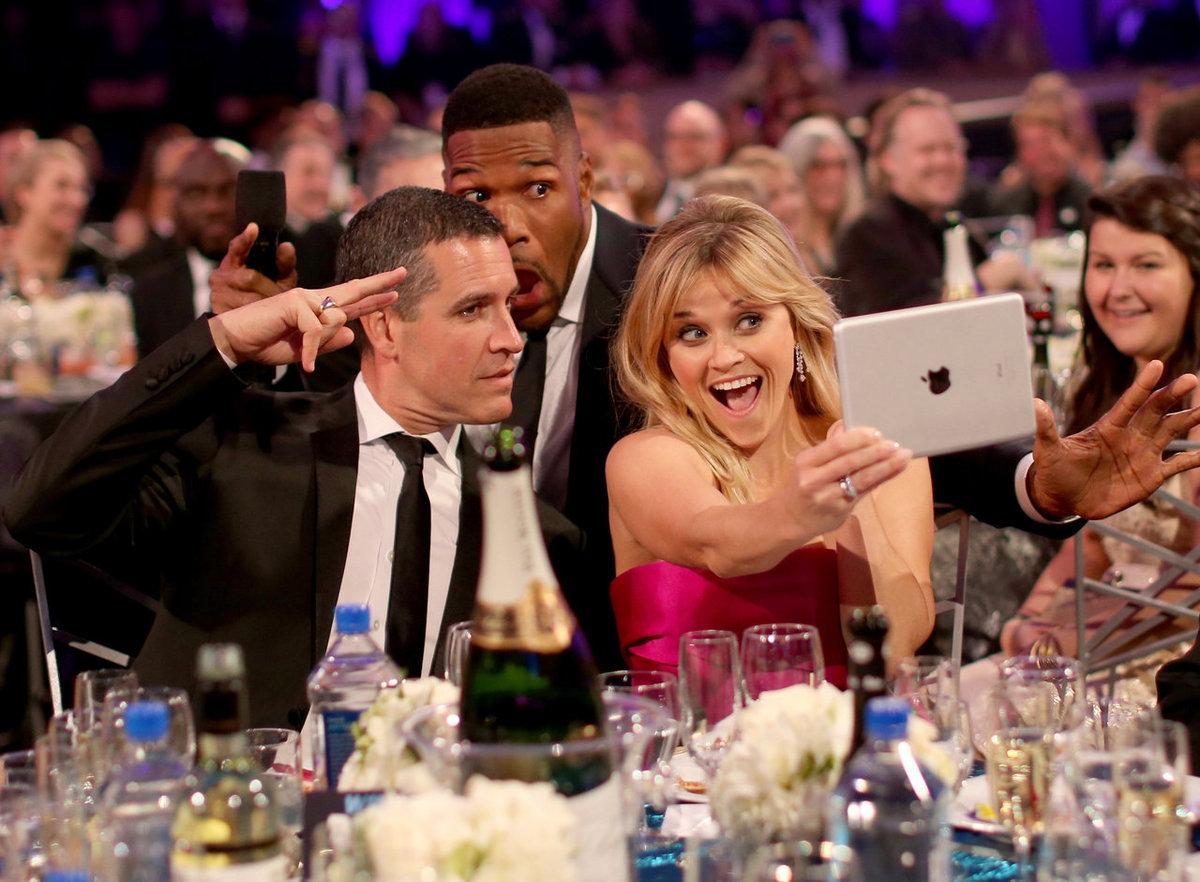 45 Hilarious Celebrity Photobombs
