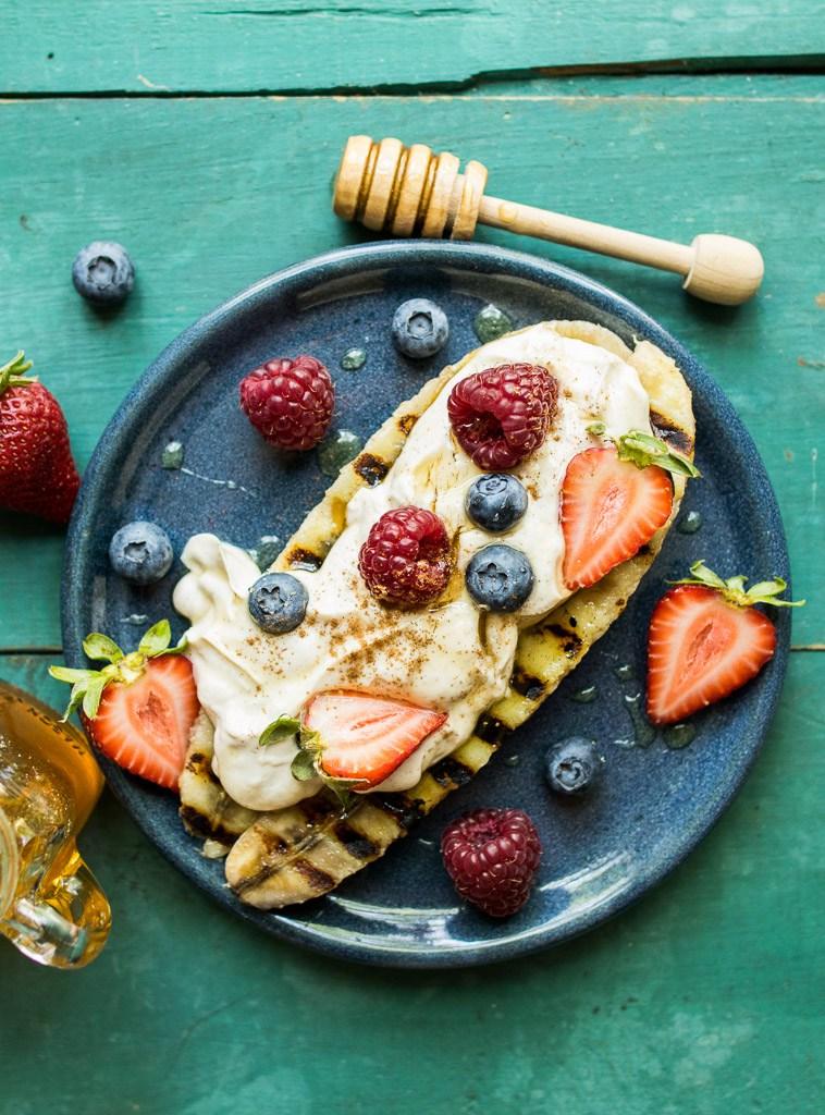 ... reclaimingyesterday.com/peanut-butter-yogurt-grilled-banana-splits