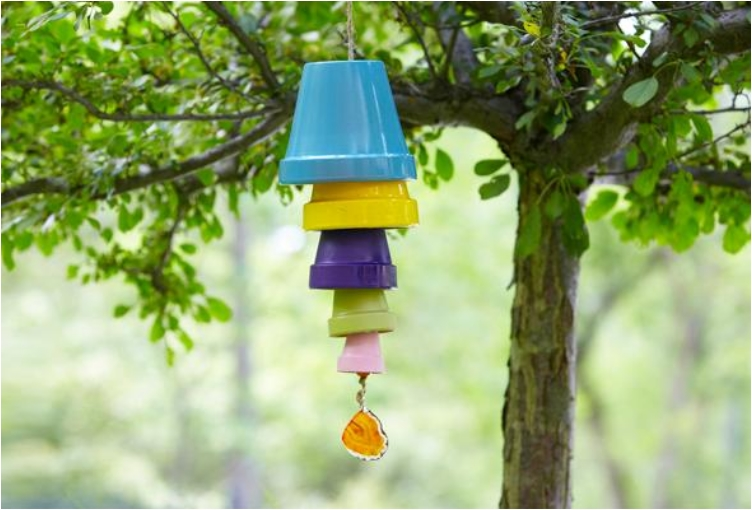 28 budget friendly and fun clay pot projects ritely for Terracotta wind chimes