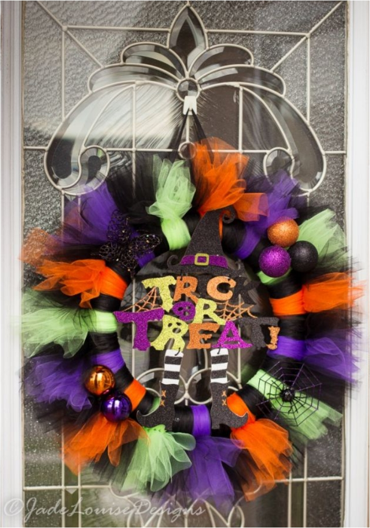 41 Scary Diy Wreaths To Complete The Halloween Decor Ritely