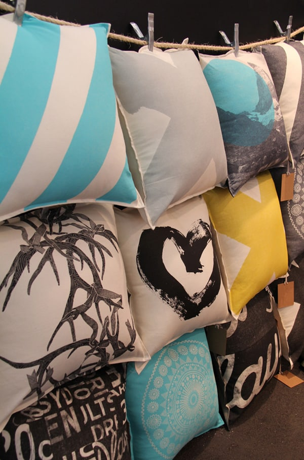 17 Creative And Practical Ways To Store Pillows - Ritely